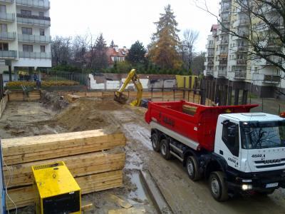 Warszawa- rozbiórka budynku mieszkalnego oraz wykop pod budowę apartamentowca przy ulicy Granitowej