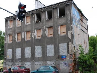 Warszawa- rozbiórka budynku przy ulicy Grochowskiej