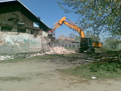 Suwałki- rozbiórka budynku magazynowego, prace ziemne pod budowę Aqua Parku