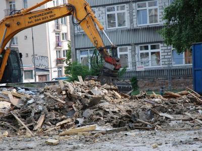 Warszawa- rozbiórka pawilonu handlowego, Wydział Filologii Uniwersytetu Warszawskiego przy ulicy Wiślańskiej