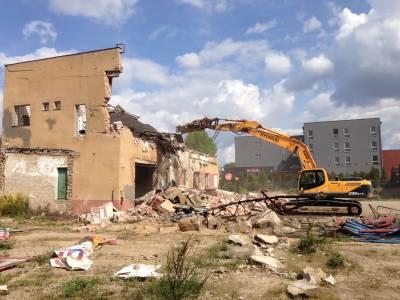 Białystok- rozbiórka budynku przemysłowego przy ulicy Kopernika