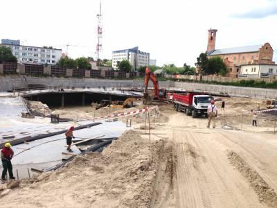 Białystok- roboty ziemne, wykop metodą podstropową pod budowę obiektów wielorodzinnych przy ulicy Wesołej